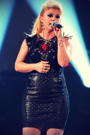 Kelly Clarkson attends 40th AMA