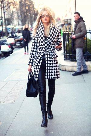 Alessandra Ambrosio attends Paris Fashion Week