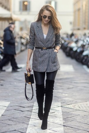 Alexandra Lapp street style in Florence