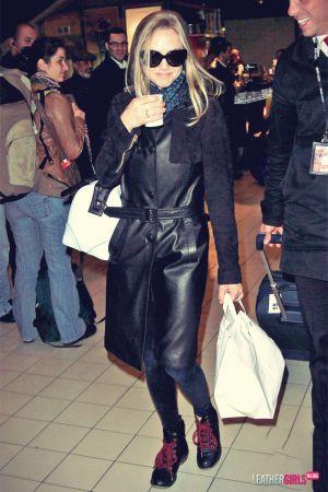 Amanda Seyfried arriving at Charles de Gaulle airport