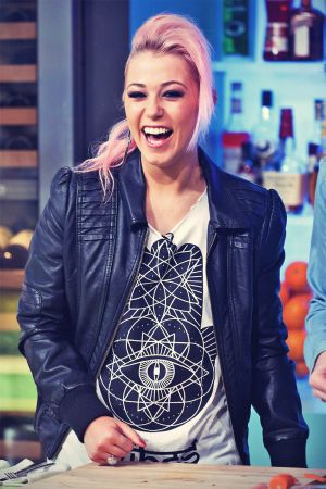 Amelia Lily at On CH4 Sunday Brunch