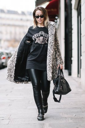 Amelie Lloyd street style in Paris