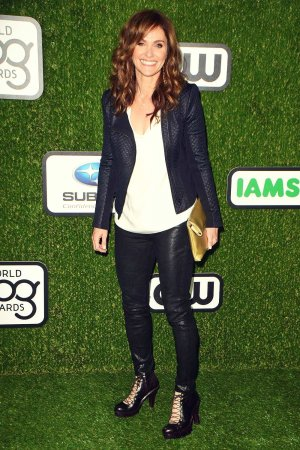 Amy Brenneman arrives at the 2016 World Dog Awards