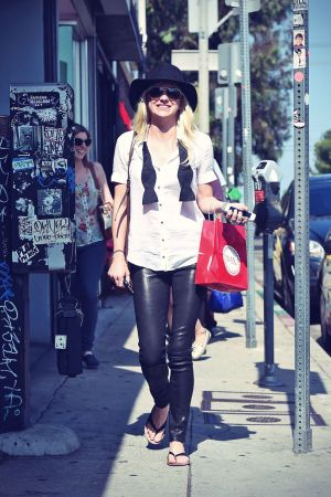 Anna Faris at Wax Melrose in Los Angeles