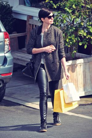 Anne Hathaway shops and lunches at the Brentwood Country Mart