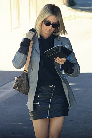 Ashley Tisdale leaving Aroma coffee