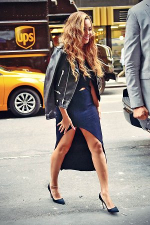 Beyonce arrives at her Office Building
