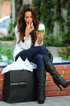 Brooke Burke shopping at Rubin and Chapelle in Malibu