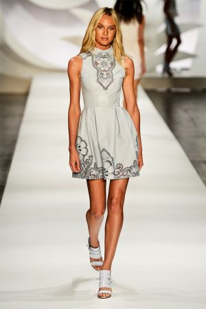 Candice Swanepoel Colcci collection