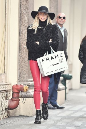 Devon Windsor goes shopping in SOHO