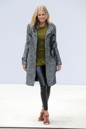 Donna Air pose at Burberry SS 2012