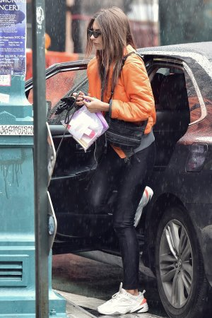 Emily Ratajkowski stand out lunching