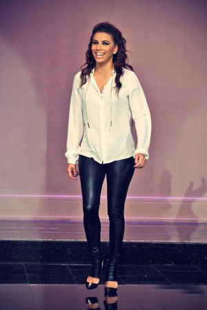Eva Longoria is super stylish while making an appearance on The Tonight Show
