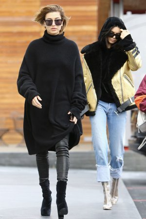 Hailey Baldwin & Kendall Jenner shopping in West Hollywood