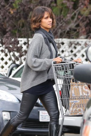Halle Berry shops at Bristol Farms