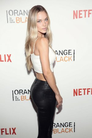 Hannah Ferguson attends the 'Orange Is The New Black' premiere