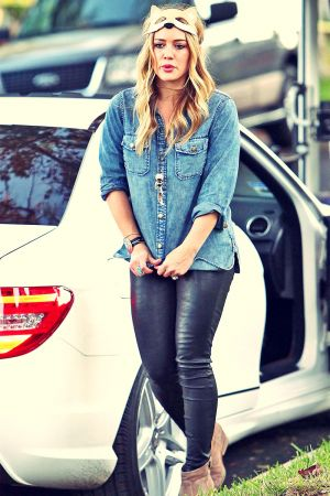 Hilary Duff at her parents house in Toluca Lake