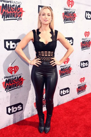 Iliza Shlesinger attends the iHeartRadio Music Awards