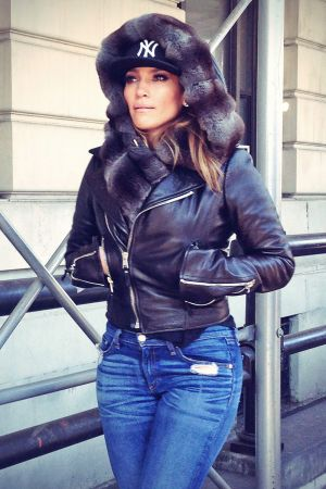 Jennifer Lopez goes for a walk in Central Park