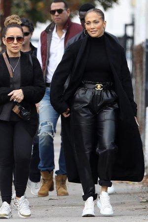 Jennifer Lopez shopping on Sunday morning