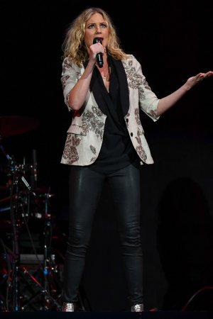 Jennifer Nettles attends Josh Groban's Bridges Tour