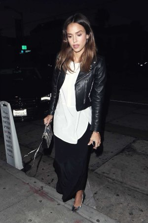 Jessica Alba enjoys dinner at Craig's
