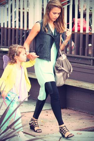 Jessica Alba out for lunch with her daughter