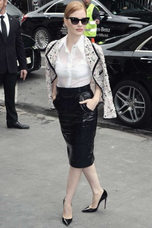 Jessica Chastain attends the Chanel Fashion Show F/W 2106/2017