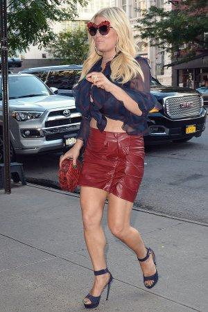 Jessica Simpson leaving a hotel