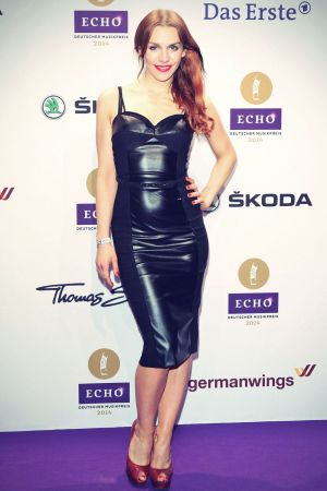 Julia Dietze attends ECHO 2014
