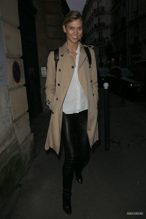 Karlie Kloss leaving Rehearsals In Paris