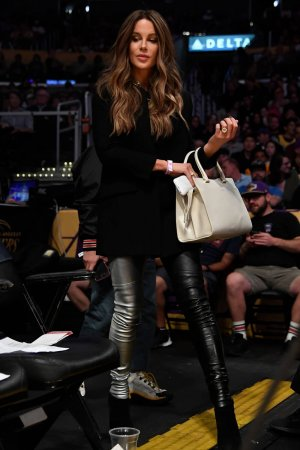 Kate Beckinsale attends Miami Heat vs Los Angeles Lakers