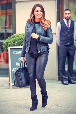 Kelly Brook leaving her hotel in NYC