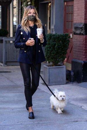 Kelly Killoren Bensimon walking her dog in New York