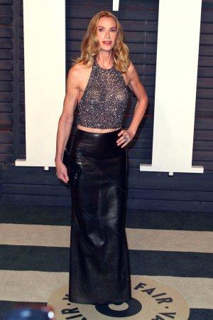 Kelly Lynch attends 2016 Vanity Fair Oscar Party