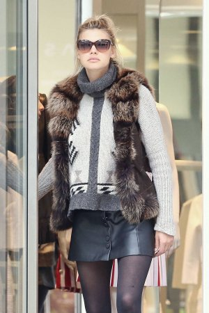 Kelly Rohrbach out for shopping