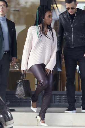Kelly Rowland christmas shopping at Barney's