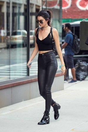 Kendall Jenner at Gigi Hadids apartment