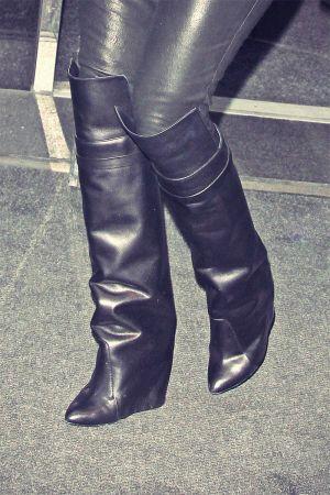 Khloe Kardashian arrive at the Sirius Radio
