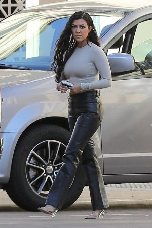 Kourtney Kardashian leaves her Grandmother's house