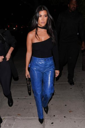 Kourtney Kardashian leaves Nobu restaurant