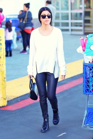 "Kourtney Kardashian stops by Toys ""R"" Us"