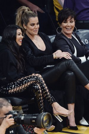 Kourtney & Khloe Kardashian attend LA Lakers vs Cavaliers Game