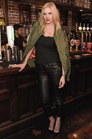Lara Stone attends Frame Pub Quiz