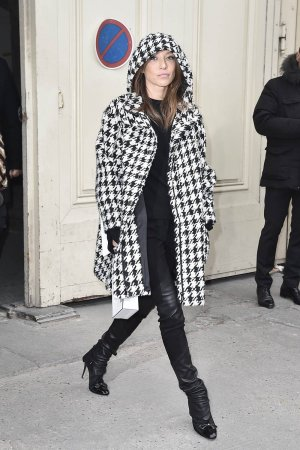 Laura Smet arrives at the Chanel Haute Couture Spring Summer 2017 show