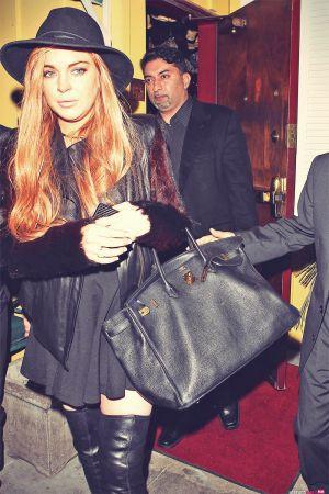 Lindsay Lohan exits Dan Tana's restaurant