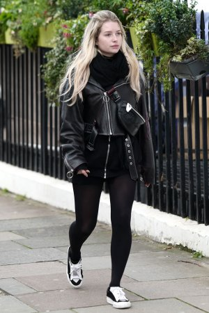 Lottie Moss at SmileExperts.co.uk dental clinic