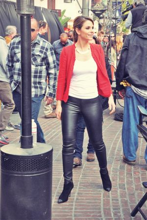 Maria Menounos on the Extra set at The Grove