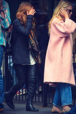 Mary Kate and Ashley Olsen at Sant Ambroeus