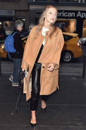 Melissa Benoist arrives back at her hotel
